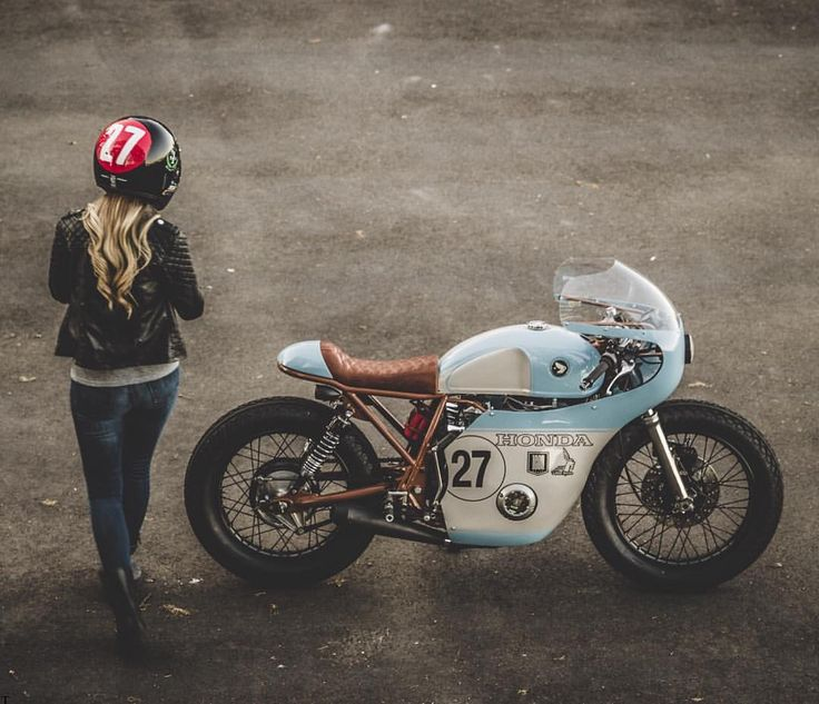 Classic Honda CB550 cafe racer, built as a collaboration between @littlehorsecycles x @enginethusiast. The color choices on this beauty are absolutely perfect. And so is the girl.