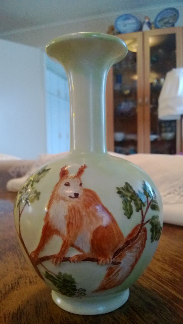 Porcelain painting ; squirrel