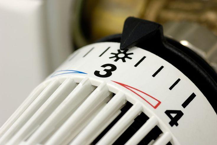 Tips til at komme igennem den kolde tid. Alt om udluftning, termostater og radiatorer. Luft ud og hold temperaturen konstant, det giver det bedste indeklima i huset.