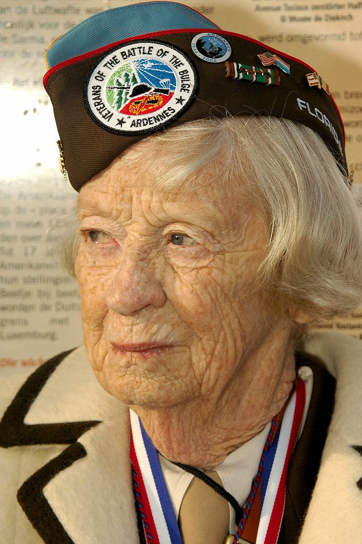 File:US Navy 041218-N-3236B-015 A World War II U.S. Army veteran and Nurse who served in the Battle of the Bulge, stands and watches as several speeches, presentations and a 21-gun salute are made.jpg