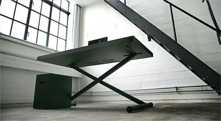 Holmris X-Table. Working desk. Skrivebord. Arbejdsbord. Hæve/sænkebord.