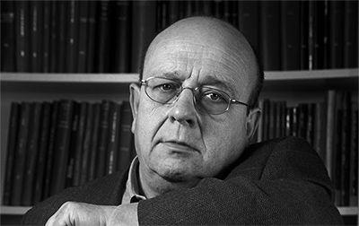 Manuel Vázquez Montalbán - https://ca.wikipedia.org/wiki/Manuel_V%C3%A1zquez_Montalb%C3%A1n