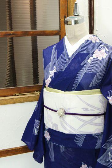 美しい青に、五月雨のような涼やかなストライプと可憐な花模様が浮かび上がる化繊絽の夏着物です。 #kimono