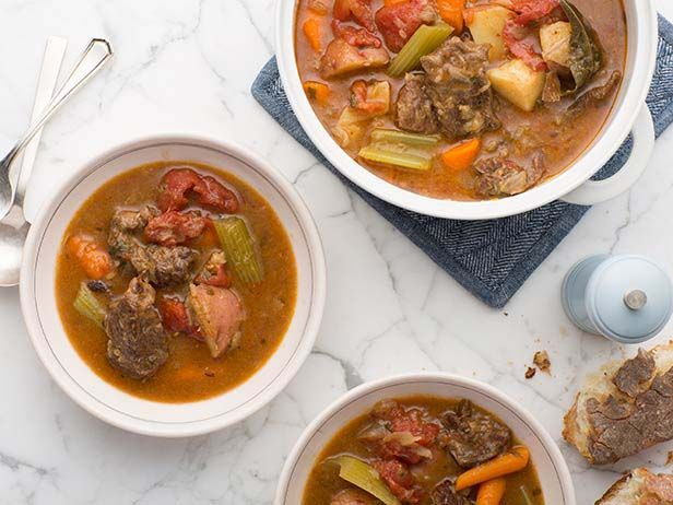 5-Star Beef Stew #BigGame: Food Network, Food Recipes, Dutch Ovens, Red Wine, Beef Stews, Network Kitchens, Beef Stew Recipes, Slow Cooker, Tomatoes