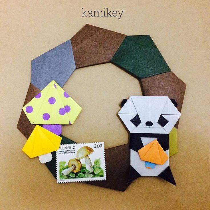"""Sep.20. 2015 「シンプルリース」 「パンダ」 「きのこ」 新作のきのこ、とっても簡単です 作り方は、YouTube の「kamikey  origami 」チャンネルにて  Simple Wreath Panda Mushroom  designed  by me  tutorial  on YouTube """" kamikey origami"""" * #origami#折り紙#ハンドメイド"""