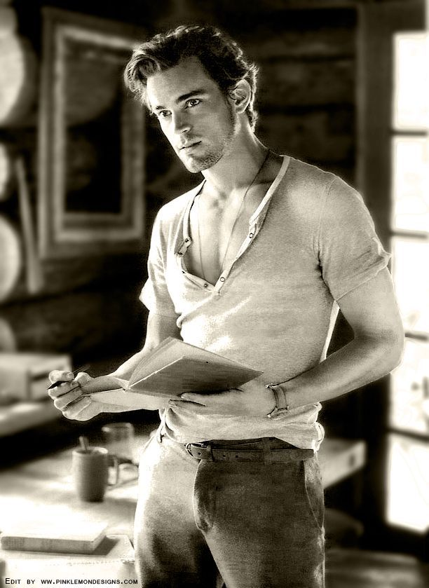 The sexiest picture of Matt Bomer I've ever seen :3 !! Sorry, but reading makes everything sexier ^^;