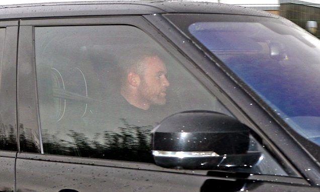 Wayne Rooney meets with Ronald Koeman to discuss arrest