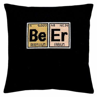 15-74-0297 Broderi pakning - grundstof - Beer Fru Zippe - Design Pelse Asboe Motiv str. 9 x 15 cm. Broderes med korssting på stramaj med 4,4 tr. pr. cm.