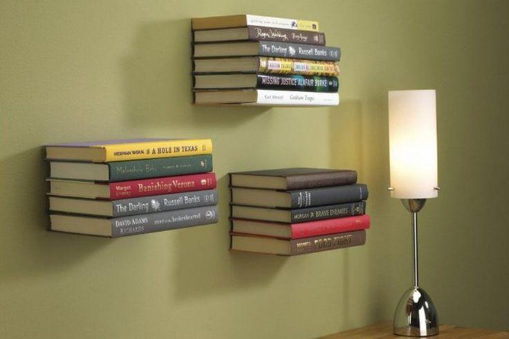 De Conceal is een onzichtbaar boekenplankje, waarmee je het effect creeërt van een zwevend stapeltje boeken tegen de muur. #boekensteun #huisdecoratie #cadeau