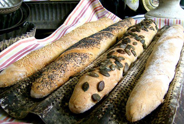Med surdeg får brödet rustik karaktär!
