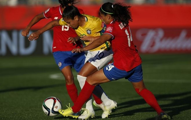 Maurine of Brazil takes on Maria Barrantes of Costa Rica