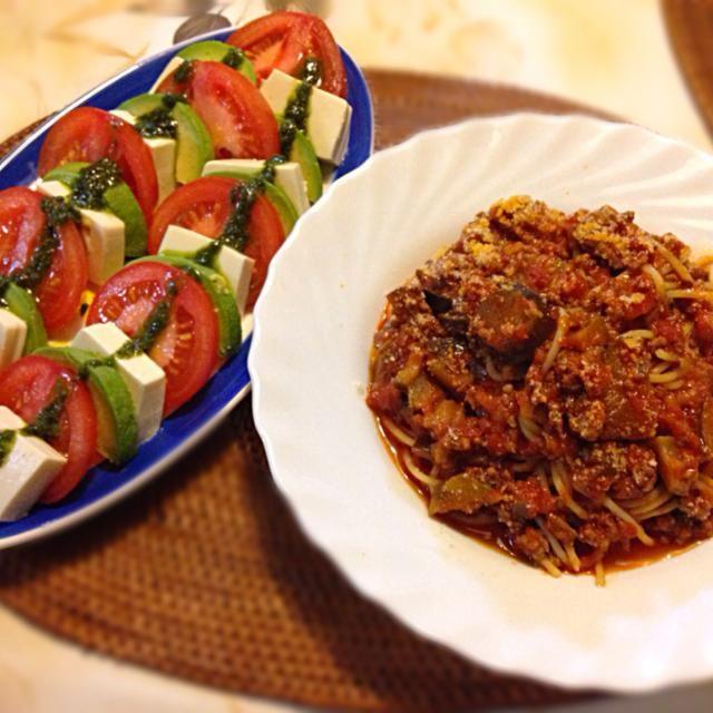 ボロネーゼは挽き肉を炒めるところから♡カプレーゼは、カロリーを抑えるため、お豆腐で( ღ'ᴗ'ღ ) - 8件のもぐもぐ - 茄子のボロネーゼ、豆腐アボカドトマトのカプレーゼ by bio5505903