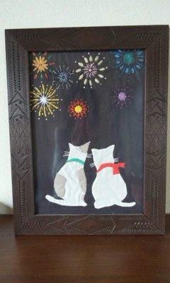 猫のカップルが花火を見てます。