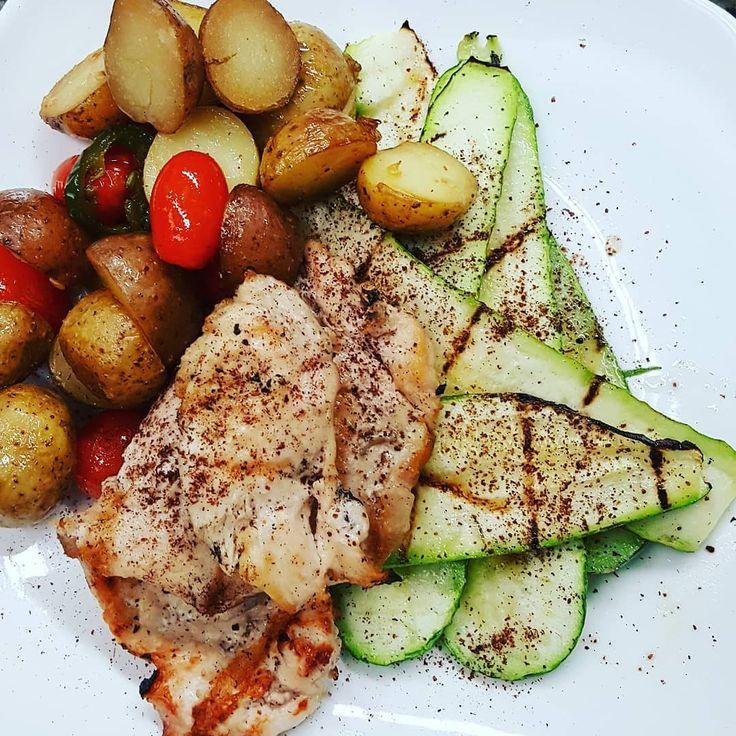 #wreats #cbridge #wrasome #rosdtedpotatoes #cherrytomatoesfordays #grilledchicken #sumsc # chef #dinner # restaurant #cafes #bistros #elixirbistro