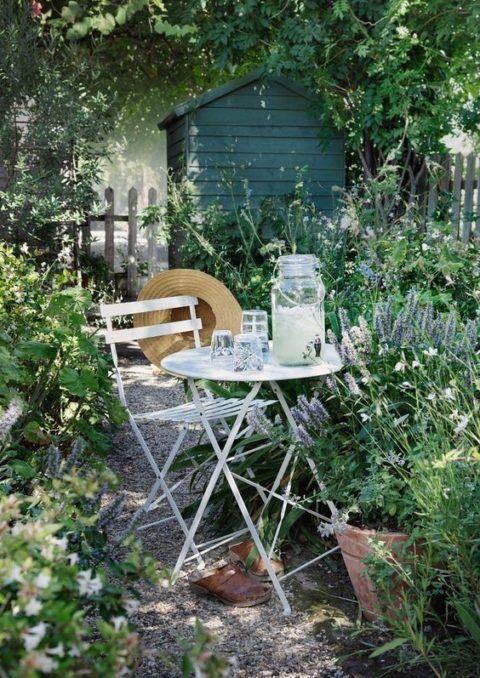 Auch einem Stadtgarten kann ein Hauch von Countryfeeling verliehen werden.