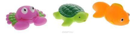 """Жирафики Набор игрушек для ванной Морской мир 3 шт  — 293р. ---- С набором игрушек для ванной Жирафики """"Морской мир"""" принимать водные процедуры станет еще веселее и приятнее. Набор состоит из трех очаровательных игрушек - рыбки, черепахи и краба. Их размер удобен для маленьких детских ручек. Если сначала набрать воду в игрушки, а потом нажать на них, то из них брызнет тонкая струя воды, что, несомненно, развеселит вашего малыша. Набор доставит ребенку большое удовольствие и поможет…"""