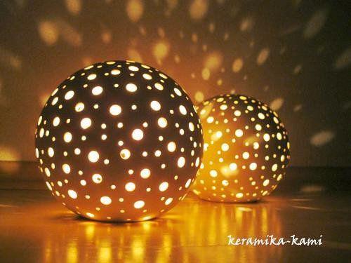 Hvězdná obloha 17cm - svícen ve tvaru koule průměr cca 17cm, na čajové svíčky.  -v ceně jedna čajová svíce  Pokud není vystaven Vámi požadovaný počet Ks napište a budou Vám svícny na zakázku vystaveny a vyrobeny -podle…   vavavu