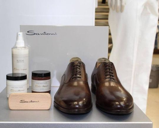 Santoni oxford shoes in dark brown.    Available at: https://www.incrocio.gr/en/oxford-shoes/santoni-shoes-6-1-1.html    #santoni #shoes