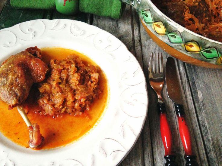 Loredana Sandu...retete pentru toate gusturile: Pulpe de rata coapte pe varza