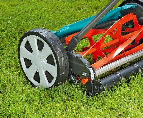 Quiet an easy-to-push mowing with clever cutting principle