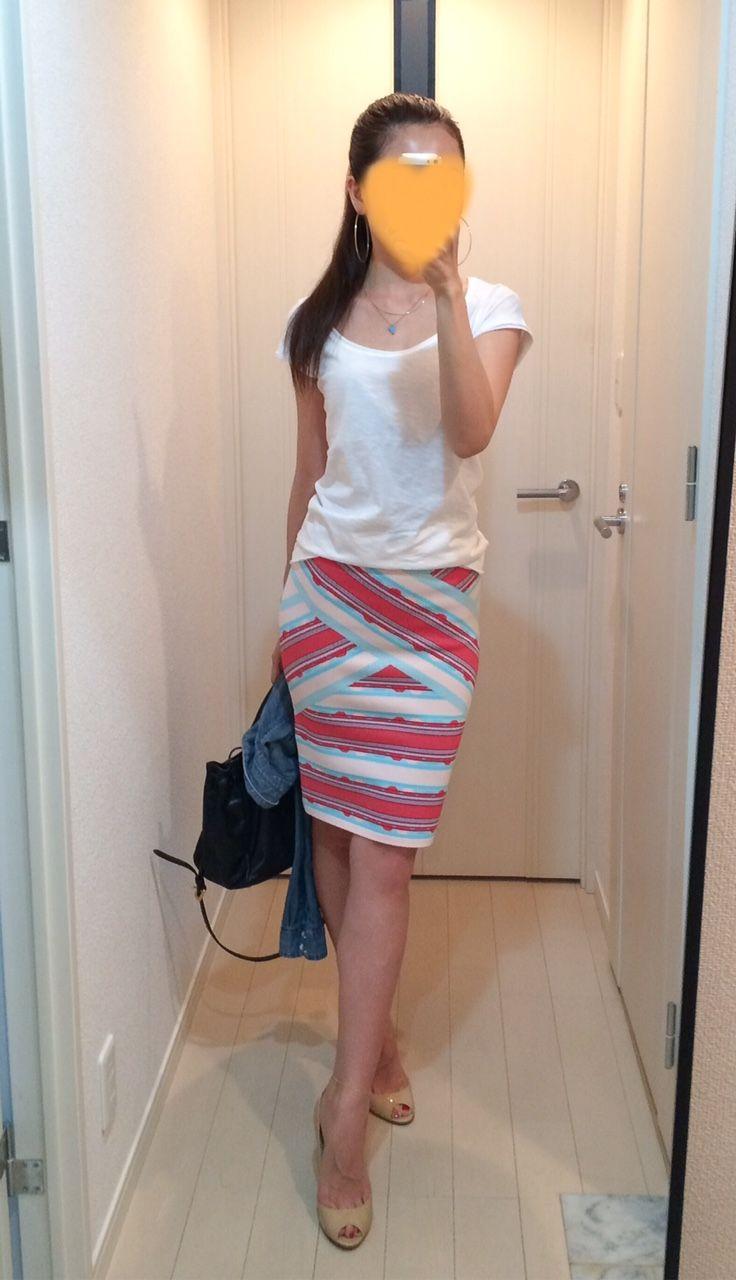 White tee: SISLEY, Skirt: BCBGMAXAZRIA, Denim shirt: H&M, Bag: PRADA, Heels: Jimmy Choo