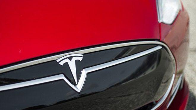 Musk, resmi twitter hesabı üzerinden Tesla için belirlenen logunun ne anlama geldiğini açıkladı. Otomobil üreticileri için kullanıcılarla buluşturulacak olan modellerin tasarımı, motor teknolojisi ve donanımları kadar çıkış noktalarında belirledikleri stratejiler de hayati önem taşır. Bir...  #Açıklık, #Elon, #Getirdi, #Gizeme, #Logosundaki, #Musk, #Tesla http://havari.co/elon-musk-tesla-logosundaki-gizeme-aciklik-getirdi/