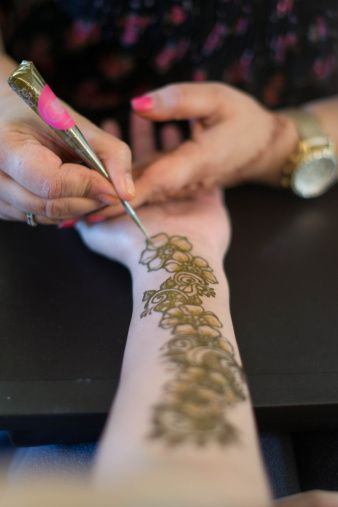 How to make henna cone click to see how to make henna cone #stepbystep