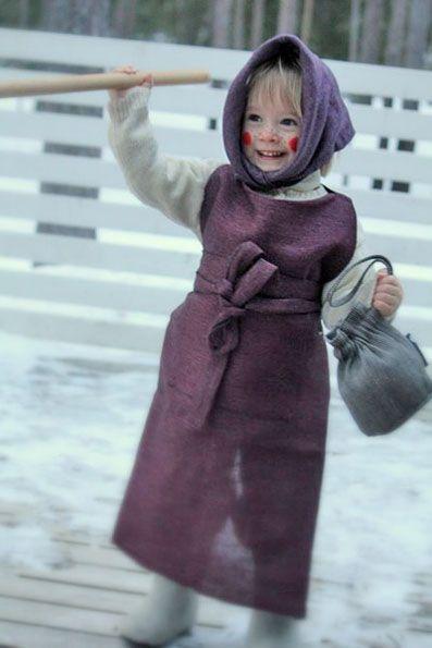 This tiny easter witch dressed up by Pisa Design wishes happy easter to everyone. It is a Finnish easter tradition that children visit their neighbors with easter greetings and they get candy as a reward. Tämä pieni Pisa Designin pukema pääsiäistrulli toivottaa hyvää pääsiäistä.