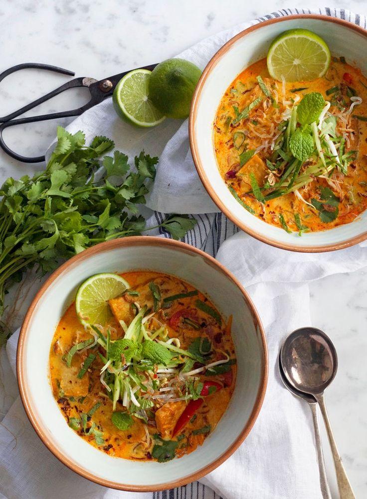 Kann vegan zubereitet werden! Tempeh Curry Laksa mit Kokosmilch und Kelp Nudeln
