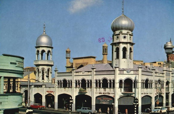 The Grey Street Mosque,built in 1881.  About 2% of Durban's population are Muslims.  http://www.exhibitionislam.com/~/..%5Cresources%5Creports%5C12_EI_SA_Durban_Dec_2009_v1.7.pdf