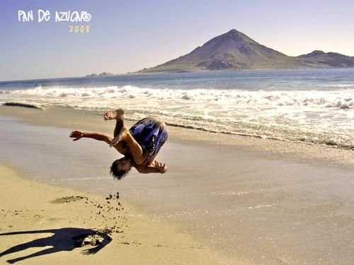 Su Mortal en Playa Piquero! : Suae papá!  al frente de las ballenas y toos esos pinguinos  de la Isla.    Quiero más vacaiones:P   hombrediario
