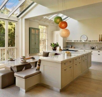 Kücheninsel-gestalten-fliesen-hängelampen-kugel
