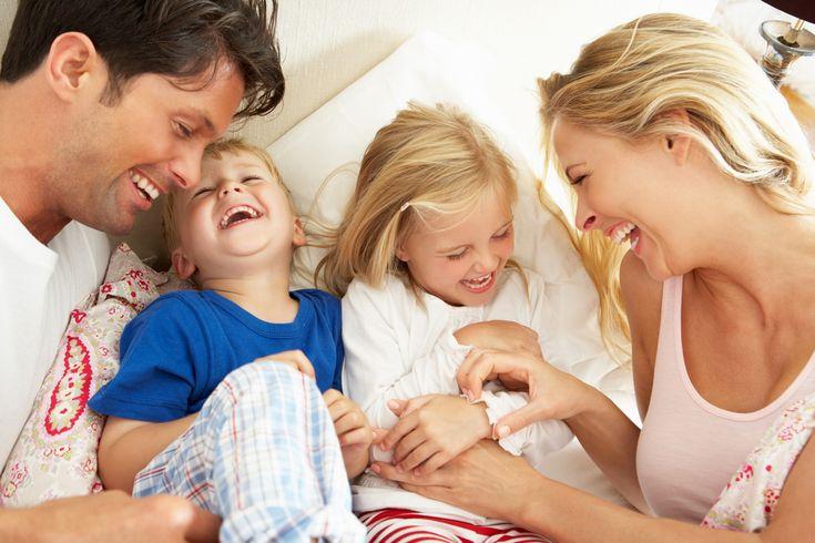 Det gavner både drenge og piger, når mødre er på arbejdsmarkedet og fædre er aktive på hjemmefronten.