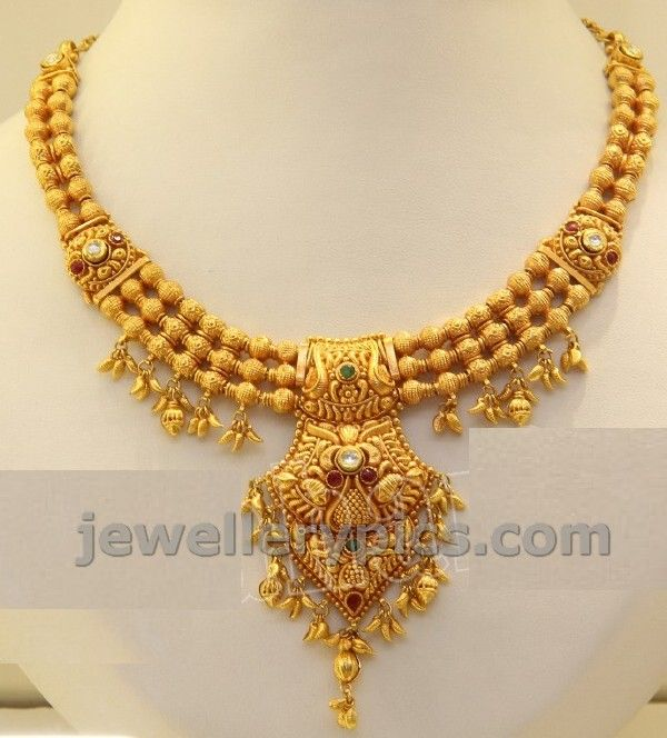 Checkout 2013 gold necklace designs by Kirtilal jewellers latest glow and go campaign.. these antique necklaces are really impressive ...
