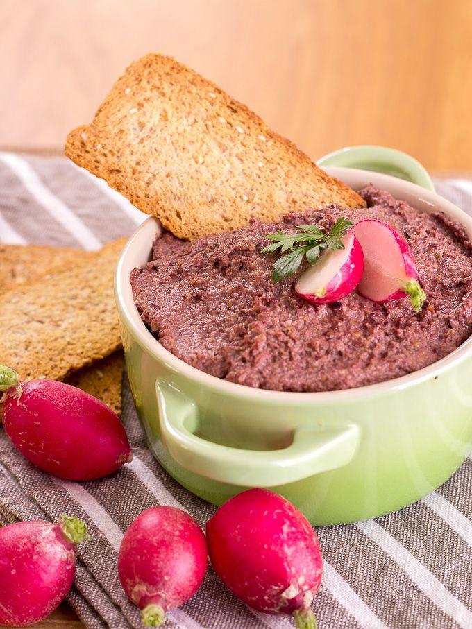 PATÉ VEGANO   Este tapenade de aceitunas kalamata es una receta muy gustosa. Tiene un sabor intenso que gustará a los amantes de la gastronomía griega.