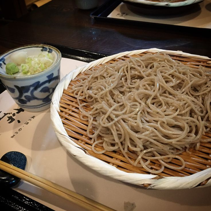 神戸 さかばやし  .  モンシェリをあとにしてランチはこちらに来ました🤗  お蕎麦が美味しい〜😋💕  こちらのお店では、ノーベル賞晩餐会で振舞われた「福寿純米吟醸」をはじめ、神戸酒心館の「福寿」や「壱」の銘柄の日本酒をいただくことができます😋  日本酒がお好きな方はぜひ〜🤗  .  2枚目…お蕎麦✨  3枚目…立派な御門  4枚目…門からここを通ってお店へ  5枚目…最後は神戸紅茶へ  .  #神戸 #神戸ランチ #ランチ #神戸グルメ #グルメ #さかばやし #そば #お蕎麦 #蕎麦 #kobe #japan #kobejapan #kobecafe #cafe #神戸紅茶 #instagram #instagramjapan #ig_japan #ig_japan_ #photo_jpn #紅茶 #ロールケーキ