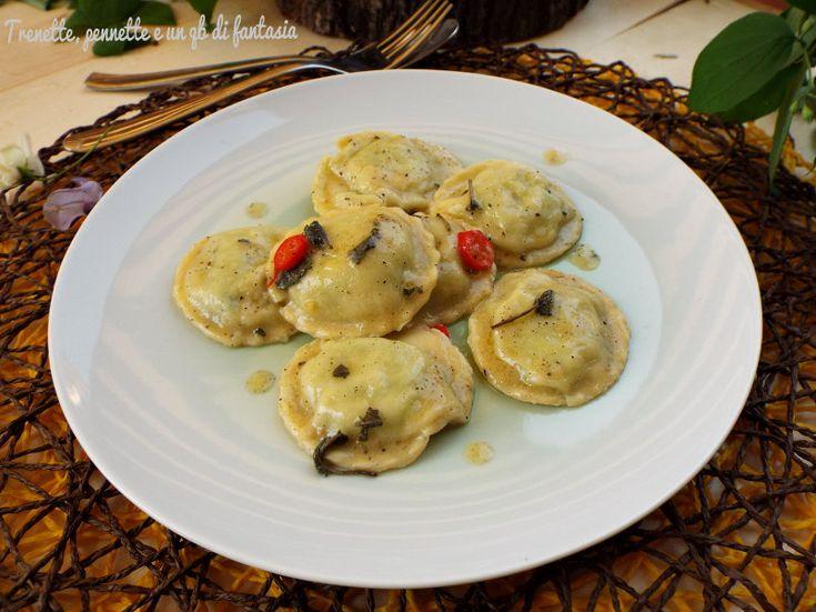 Agnolotti con ricotta e ramoracce, la pasta fatta in casa è il piatto per eccellenza della cucina italiana, primo piatto con un ripieno semplice ma molto gustoso,