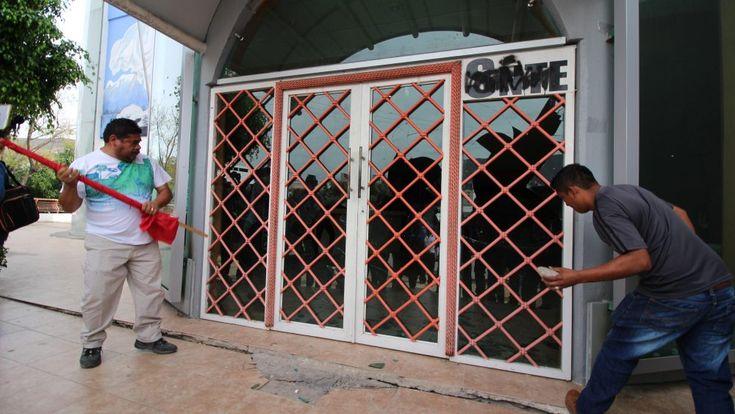 CETEG rompe cristales en instalaciones del SNTE en Chilpancingo