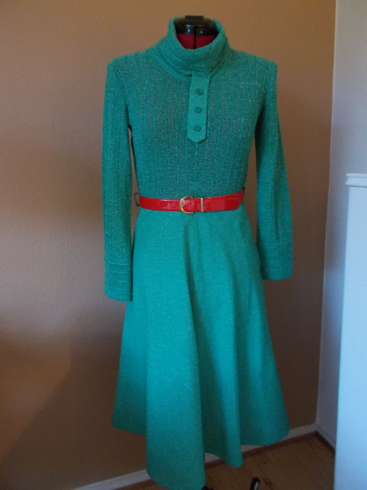 Just bought this little 70'ies number in a muted aqua color.