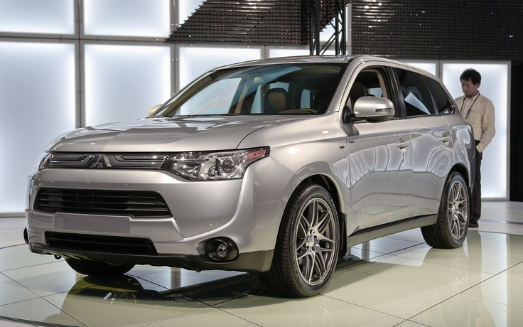 U.S.-Spec 2014 Mitsubishi Outlander and 2013 Outlander Sport Limited Edition Rolling Into the L.A. Auto Show - WOT on Motor Trend