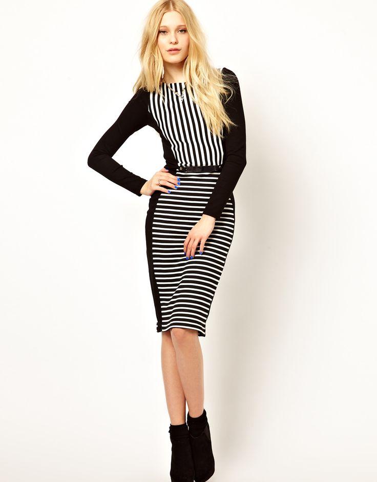 Een zwart wit gestreepte top of jurk is 1 van de must have van aankomende lente. Het liefst zo grafisch mogelijk met verschillende streepvlakken in tegenovergestelde richtingen.