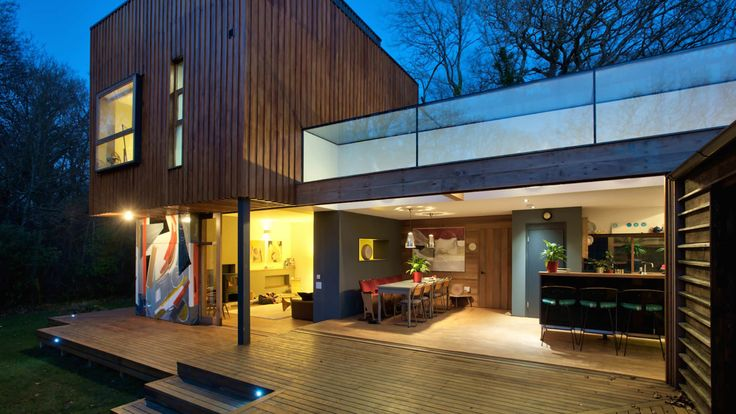 Architectural designer, Lincoln Miles is a multi award-winning designer including 4 RIBA Awards and The Architects Journal Small Build Awards amongst others.