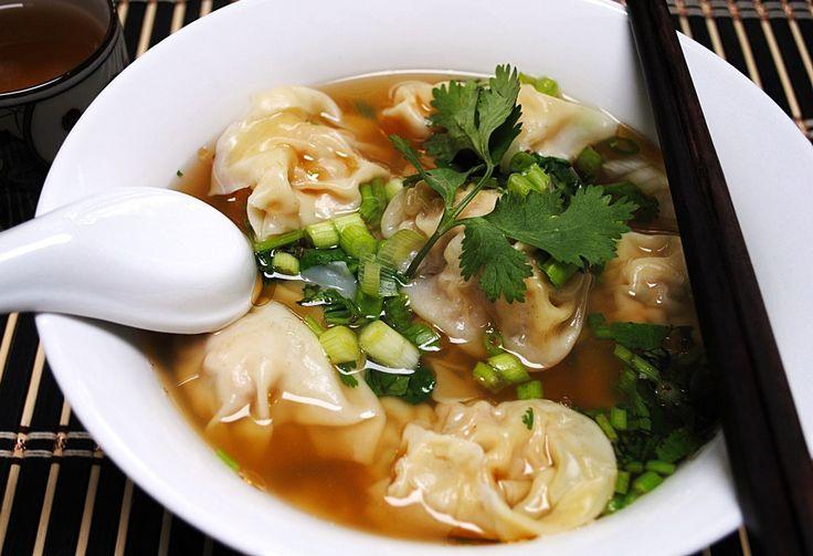 Soupe won-ton au porc :http://roxannecuisine.com/recette/soupe-won-ton-au-porc/
