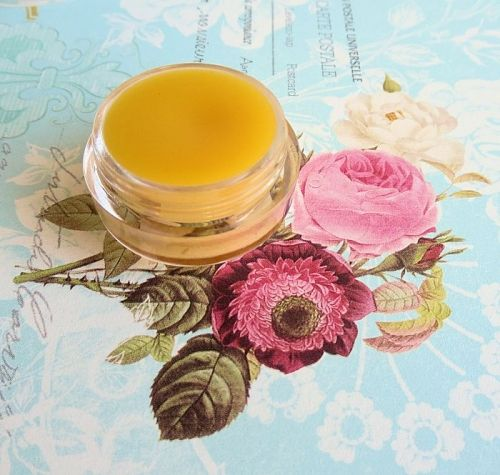 DIY Repairing Conditioner // This multi-purpose repair balm is nothing more than the DIY version of the famous Ultrabalm of Lush .