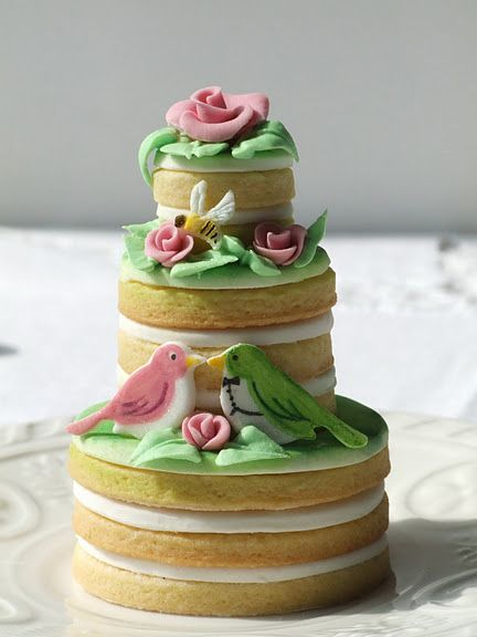 Pretty: This love bird cookie cake is so sweet. It would be adorable for a bridal shower or engagement party: