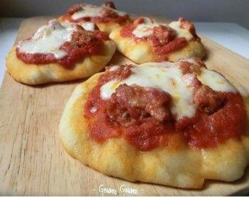 Pizzette morbide con salsiccia al finocchietto selvatico | Ricetta