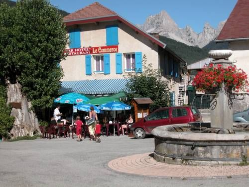 Hotel Le Commerce Lus La Croix Haute Le Commerce is located in the picturesque mountain village of Lus-la-Croix-Haute, 54 km from Gap airport. It offers accommodation with free Wi-Fi and a restaurant with a terrace bar.