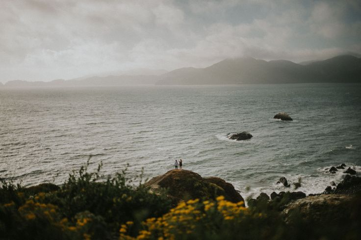 PNW engagement session on the rocks and cliffs of San Francisco - Photo by Jeff and Cat of the Apartment Photography - Vancouver and Destination Wedding and Elopement Photographers