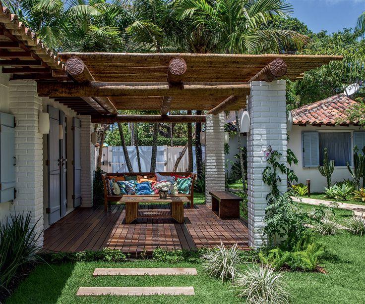 Reforma deixa casa na praia mais arejada e clara Arquiteto  Mauro Cid - RJ - Brasil