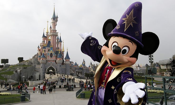 Bienvenue sur Disney Pas Cher ! Retrouvez les meilleurs offres du moment et chaque vente flash qui vous permettront de vivre la magie de Disney pour un prix très attractifs. Lors d'un séjour à Disneyland Paris, vous allez retrouver votre âme d'enfant pour immerger dans un monde magique et féérique où tout l'univers de Disney prend vie pour émerveiller les plus petits et les grands. Sur place ce monde imaginaire devient réel. C'est ça le parc Disneyland Paris ! Mais ce n'est pas tout. Il y a…